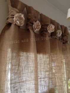 "Té de cortinas de arpillera teñida rosetones - amplia Tabs ""Burlap Curtains- Tea dyed rosettes- Wide Tabs Thank you for stopping by my rustic and chic shop"