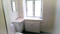 #ahornsgade #egerbyg #construction #renovering #toilet #bathroom #håndvask Toilet, Vanity, Construction, Bathroom, Dressing Tables, Building, Washroom, Powder Room, Litter Box