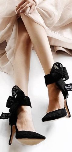Shoes with bows is no different than Brad Pitt in an Aston Martin.It is not my personal opinion, it is a fac Shoe Boots, Heeled Boots, Fashion Shoes, Fashion Accessories, She's A Lady, Bow Heels, Shoe Boutique, Beige, Stiletto Pumps