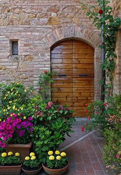 Tuscany Garden Door – Amazing Pictures - Amazing Travel Pictures with Maps for All Around the World