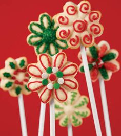 Yummy holiday sandwich cookie pops from @Wilton Cake Decorating Cake Decorating!