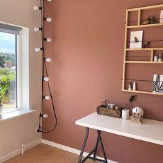 r stadig ret vild med den her Warm blush farve på kontoret 😍👌🏻 Warm Bedroom Colors, Pink Bedroom Walls, Accent Wall Bedroom, Bedroom Color Schemes, Living Room Colors, Bedroom Decor, Pink Accent Walls, Accent Wall Colors, Hallway Colors