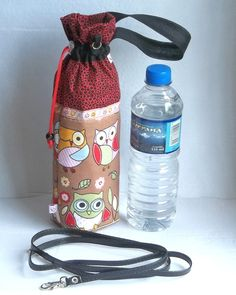Sewing Tutorials, Sewing Crafts, Sewing Projects, Water Bottle Covers, Sewing To Sell, Bottle Bag, Bottle Holders, Diy Fashion, Diy And Crafts