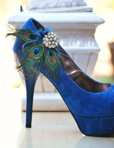 Dress up regular shoes for a peacock themed wedding with a peacock feather clip.  Makes a great hair accessory too!