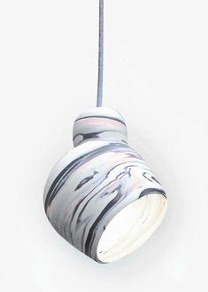 MARGAUX KELLER - Suspension originale aux textures dégradées blanches et bleutées - GELATI N°1