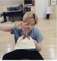 Nani why are you so cute 😍❤ Kim Jinhwan, Chanwoo Ikon, Ringa Linga, Ikon Songs, Yg Entertaiment, Ikon Kpop, Cute Happy Birthday, Ikon Wallpaper