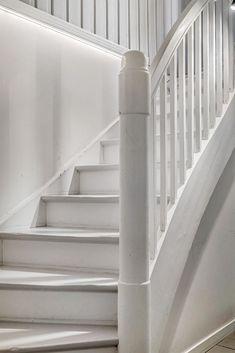 (13) Ullevål Haveby - Sjeldent fint enderekkehus med praktfull beliggenhet og stor, solrik hage. Flotte oppholdsrom, nydelig kjøkken - 3 (4) soverom - 2 bad | FINN.no Stairs, Real Estate, Home Decor, Stairway, Decoration Home, Room Decor, Real Estates, Staircases, Home Interior Design