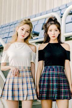 Meet On Thursday Tee | Korean Fashion