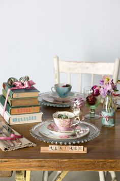Vintage inspired table setting with scrabble place card. I want this party! Vintage China, Vintage Tea, Vintage Books, Vintage Dishes, Wedding Vintage, Vintage Table, Tables Tableaux, Dresser La Table, Party Mottos