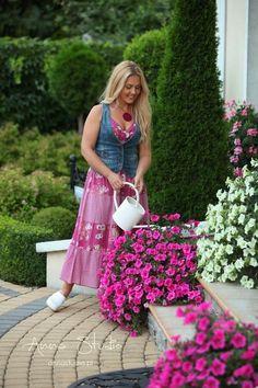 Lecę w kulki...: Jak sadzić i pielęgnować surfinie Clogs Shoes, Garden, Beautiful, Gardens, Swedish Clogs, Clog Sandals, Garten, Lawn And Garden, Gardening