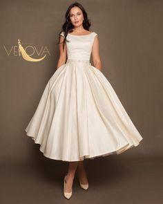 Awesome 48 Dreamy Chiffon Tea Length Wedding Dress Ideas To Try Asap Handmade Wedding Dresses, Modest Wedding Dresses, Wedding Gowns, Short Dresses, Bridesmaid Gowns, Lace Wedding, Crystal Wedding, Bridal Gowns, Rustic Wedding