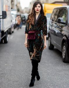 Try head to toe velvet. Here are 31 gorgeous winter outfit ideas to wear every day in December. #decemberoutfits #winteroutfits #winteroutfitideas #outfitideas #fashion #winterfashion
