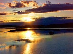 Midnight sun in Lapland in Finland. Lapland is an ideal place to observe the unique midnight sun. Lofoten, Santa Claus Village, Future Days, Photos Voyages, Midnight Sun, Helsinki, Holiday Travel, Travel Destinations, Sunrise