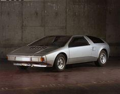 """Présentée à la Régie Renault le 13 mai 1977, ce projet de coupé Alpine dénommé A480, qui s'inscrit dans le projet NGA (""""Nouvelle Gamme Alpine"""") ne verra jamais le jour. L'A480 devait sortir en 1980 pour renouveler l'offre Alpine, et les carrosseries auraient pu être fabriquées chez Bertone en Italie. Cette étude sera abandonnée au profit du rajeunissement de l'A310 et de l'élaboration de la R5 Turbo. Texte © Oscar Verner"""