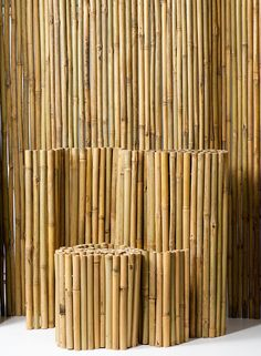 These bamboo fences use thicker bamboo stakes and are available in 1, 2, 6 and 8 feet lengths. Ideal for creating privacy on a balcony or terrace, or for climbing plants and vines in the garden.