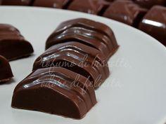 Facilissimi cioccolatini alle mandorle, perfetti per i fine cena fra amici o una coccola in qualsiasi momento! Venite a leggere la ricetta!