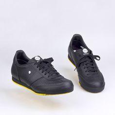 BOTAS 66 | Dark Side Dark Side, All Black Sneakers, Sport, Classic, Fashion, Boots, All Black Running Shoes, Moda, La Mode