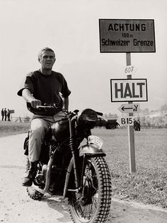 Steve McQueen on a Triumph made to look like a German bike in ''The Great Escape''. I know this is Germany but you can't have a board which has anything to do with motorbikes and not have Steve McQueen. Triumph Motorcycles, Vintage Motorcycles, Victory Motorcycles, Vintage Motocross, Vintage Bikes, Vintage Racing, Steve Mcqueen Motorcycle, Steve Mcqueen Triumph, Steve Mcqueen Style