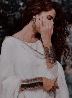 Lovely Girl Image, Cute Girl Pic, Cute Girl Poses, Beautiful Girl Photo, Girl Photo Poses, Girl Photos, Indian Aesthetic, Aesthetic Girl, Henna