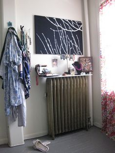 DIY Jewelry Storage-- make a radiator shelf!