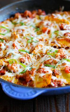 and Italian Sausage Skillet - Cheesy comfort food at its best made in less than 30 min.Ravioli and Italian Sausage Skillet - Cheesy comfort food at its best made in less than 30 min. Italian Sausage Skillet Recipe, Sausage Recipes, Pasta Recipes, Dinner Recipes, Cooking Recipes, Dinner Ideas, Italian Casserole, Veggie Sausage, Cooking Bacon