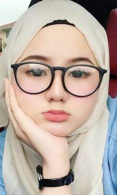 afterzix's media content and analytics Beautiful Hijab Girl, Beautiful Muslim Women, Beautiful Asian Girls, Hijabi Girl, Girl Hijab, Bridal Hijab Styles, Muslim Beauty, Arab Women, Beauty Around The World