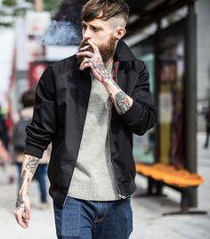 黒スイングトップ×グレーセーター×デニムパンツ | メンズファッションスナップ フリーク | 着こなしNo:181798