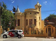 Popularmente conhecido como Castelinho da Brigadeiro, trata-se um raro exemplo, em São Paulo, de arquitetura residencial inspirada no estilo art nouveau.  Projetado pelo italiano Giuseppe Sachetti para o médico e escritor Cláudio de Souza, um dos proprietários da Vila Economizadora, o Castelinho foi construído em alvenaria de tijolos, entre os anos de 1907 e 1911.  Foi tombada como patrimônio histórico de São Paulo, pelo Condephaat, em 1984.
