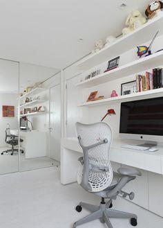 Clean na medida certa. Veja: http://casadevalentina.com.br/projetos/detalhes/clean-na-medida-600 #decor #decoracao #interior #design #casa #home #house #idea #ideia #detalhes #details #style #estilo #casadevalentina #clean #homeoffice #office #escritorio