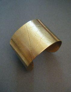 Manchette Bracelet Esclave en Laiton Doré - : Bracelet par andrea-chereau