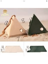 Best 12 leather triangular pouch – Page 196188127503402467 – SkillOfKing. Leather Keychain, Leather Pouch, Leather Gifts, Leather Craft, Leather Accessories, Leather Jewelry, Leather Tutorial, Diy Sac, Diy Accessoires