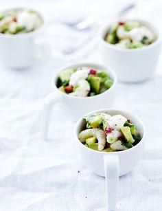 Katkarapu-avokadosalaatti maustetaan Se korianterilla, chilillä ja limellä. Kurkkaa ohje!