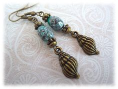 Flotsam and Jetsam - boucles d'oreille avec perles de turquoise et escargot maisons plage de Pervenche