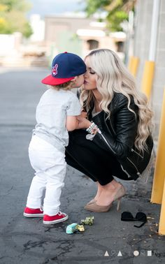 love this photo. totally doing this with my future son, except he will be in a different hat :)