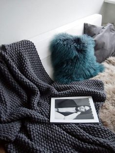 Crochet super easy ribbed hat with pom pom.This crochet hat looks like knitte. Crochet Blanket Patterns, Knitting Patterns, Easy Knitting, Knitting Ideas, Knitting Projects, Crochet Projects, Seed Stitch Blanket, Moss Stitch, Cozy Blankets