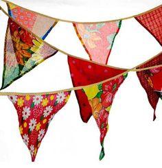 Bandeirinhas e bandeirolas de festa junina feitas com chitas coloridas