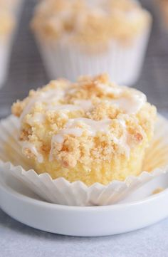 Lemon Cream Cheese Crumb Muffins- Left off the glaze, they tasted enough like cupcakes as it was. In these ultra-soft and tender lemon cream cheese crumb muffins, cream cheese is mixed right into the batter making the moistest, tastiest muffin ever! Lemon Desserts, Lemon Recipes, No Bake Desserts, Just Desserts, Dessert Recipes, Cafe Recipes, Strawberry Desserts, Sweet Recipes, Healthy Recipes