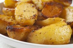 For perfect Roasted Potatoes with Garlic, Lemon, and Oregano there is no need to peel them, but I suggest that you halve them, because they taste best when they can absorb more sauce. Roasted Potato Recipes, Oven Roasted Potatoes, Parmesan Potatoes, Garlic Parmesan, Roasted Garlic, Greek Potatoes, Baby Potatoes, Lemon Potatoes, Butter Potatoes