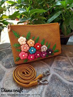 Crochet Handbags, Crochet Purses, Crochet Poncho With Sleeves, Crochet Designs, Handmade Bags, Easy Crochet, Purses And Bags, Pattern, Crafts
