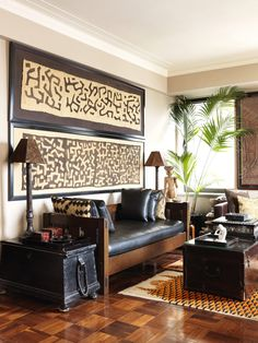 Carmen Marc Valvo's New York Apartment and Bridgehampton Garden Framed kuba cloth and pillows in this global well-traveled style room. Designer Carmen Marc Valvo's New York Apartment and Bridgehampton Garden African Living Rooms, African Room, Ethnic Living Room, Deco Ethnic Chic, Ethnic Decor, African Interior Design, African Design, Ethno Design, African Furniture