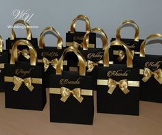 Black and Gold Brides Gift Bag Personalized Bridal Party favors Bags Bridesmaids Gifts Wedding Welcome Bag with satin ribbon, bow and names Schwarz und Gold Bräute Geschenk Tasche personalisierte Braut Destination Wedding Welcome Bag, Wedding Welcome Bags, Wedding Favor Boxes, Party Favor Bags, Wedding Party Favors, Wedding Gifts, Gold Wedding, Wedding Ideas, Diy Wedding