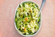 Kijk wat een lekker recept ik heb gevonden op Allerhande! Bleekselderij met komkommer
