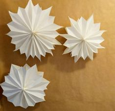 From Marr-Tina --> paper stars Diy Decoration, Paper Decorations, Wedding Decorations, Christmas Decorations, Happy December, Star Diy, Paper Stars, Colored Paper, Winter Theme
