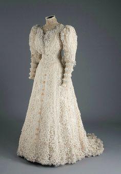 Wedding dress, 1907