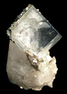 Fluorite, Quartz Locality: Yaogangxian Mine, Yizhang County, Chenzhou Prefecture, Hunan Province, China