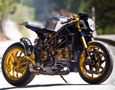 Motorcycle-Custom Ducati Streetfighter Cafe racer.