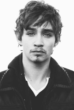 "Robert Sheehan ~a  ""Geomaler"" and Pilgrim of Love,"" Mikel in PAWN."