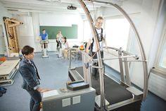 Opiskelin Savonlinnassa fysioterapiaa vuosina 2008-2012. Opiskelu oli hauskaa ja hyvin toimintapainotteista, joka sopi minulle.