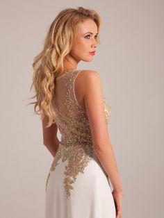Sofisticated white wedding dress with gold lace.  Vestido de casamento sofisticado com rendas em ouro Bride, Formal Dresses, Fashion, Dress Wedding, Bride Groom Dress, Sophisticated Wedding, Gold, Engagement, Vestidos