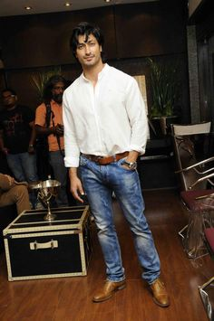 Vidyut Jamwal looked his handsome best at Renu Chaniani's store launch. #Fashion #Style #Page3